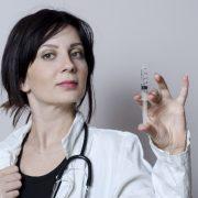 外国人女性と注射