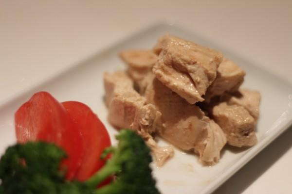 鶏胸肉のハーブ蒸し焼き