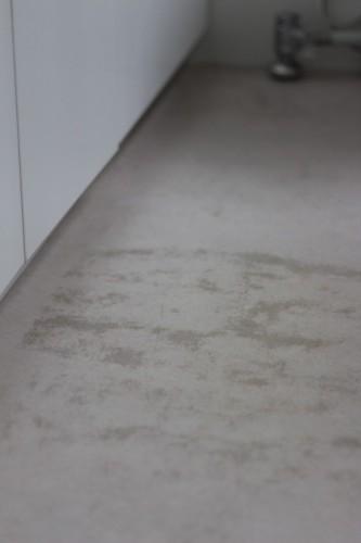 トイレの床リノリウム
