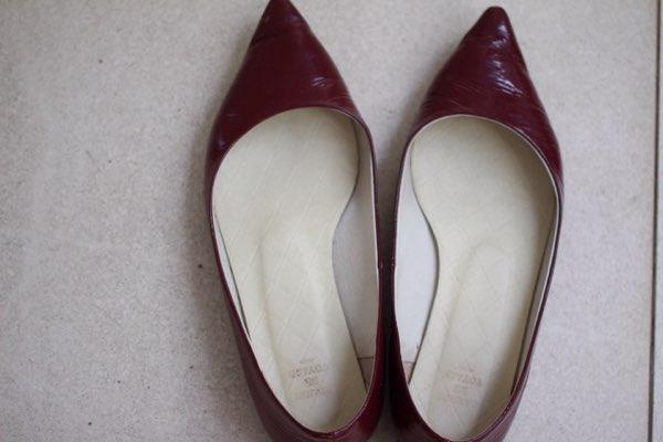 ワインレッドのペタンコ靴