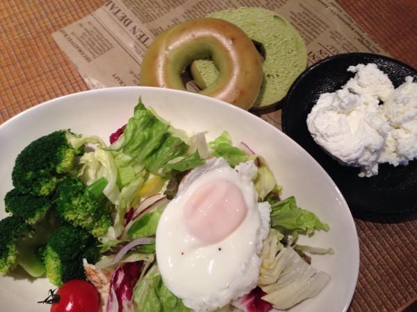 ユーグレナベーグルの朝食
