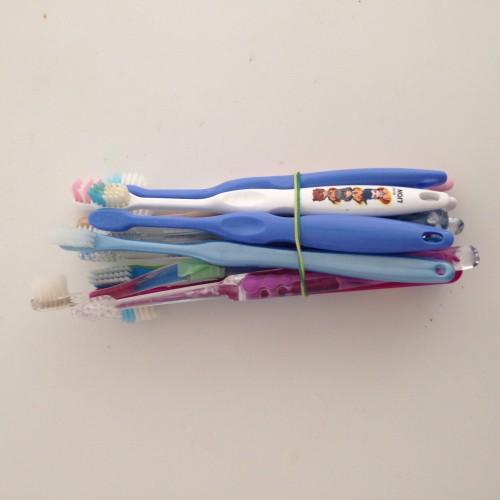使用済み歯ブラシ