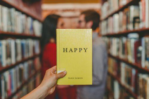 happyな表紙の本