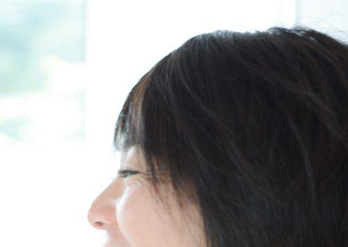 横顔目尻のシワ