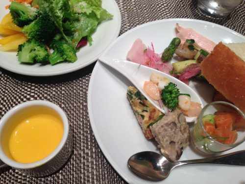 前菜のサラダビュッフェ