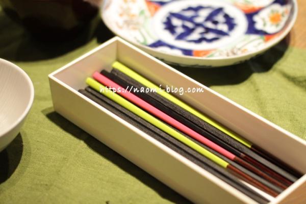 食卓の上の箸