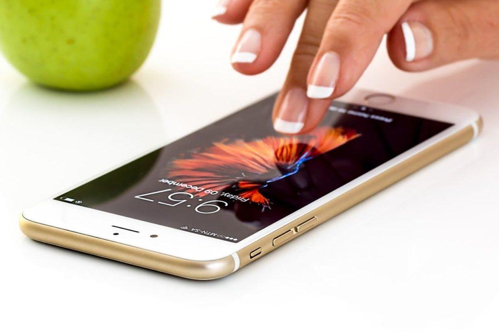 iPhoneの画面をタップする